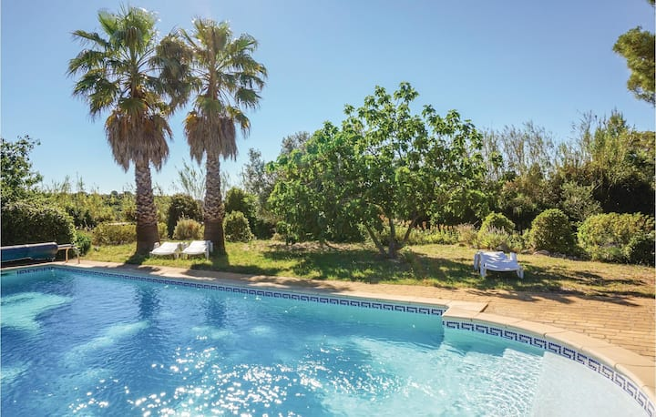 Stunning home in St Pons de Mauchiens with Outdoor swimming pool, Outdoor swimming pool and 4 Bedrooms
