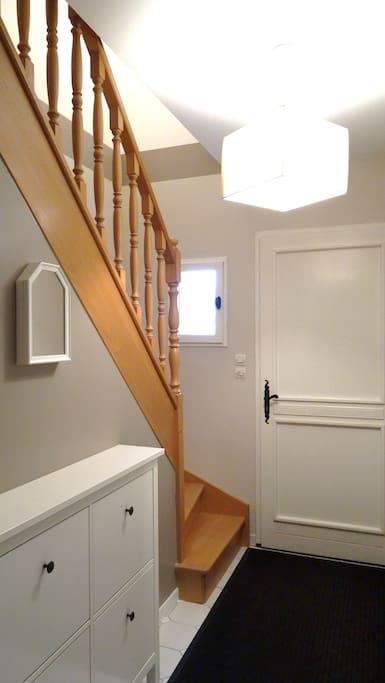 L'entrée commune aux 2 appartements. Chaque appartement a sa propre entrée.