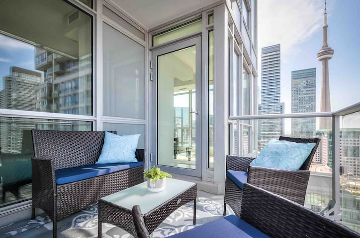 Luxury Condo Downtown Toronto with City Views