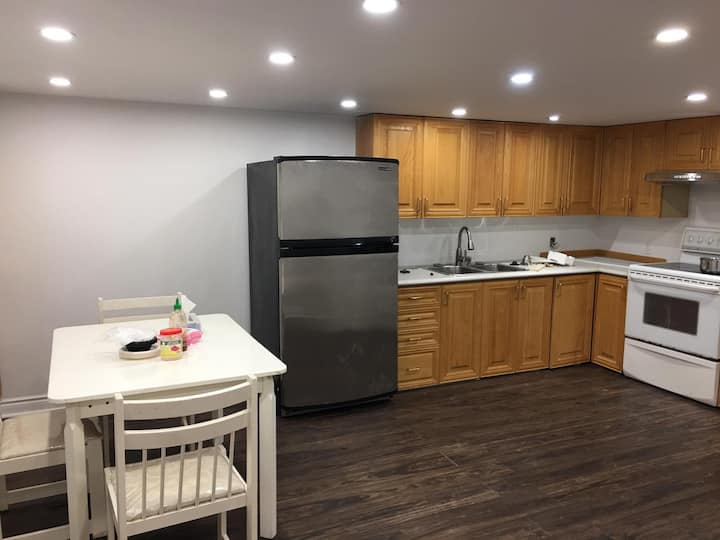 whole apartment near metro-No Cleaning fee