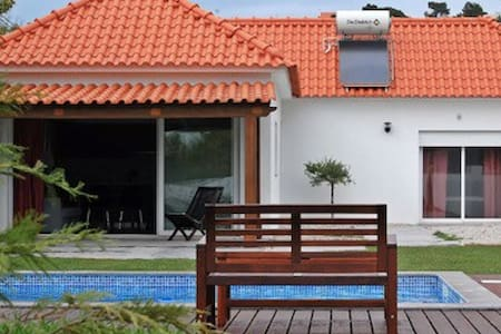 Countryside house with swimming pool near Óbidos
