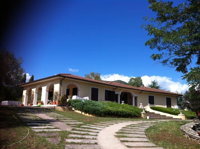 Tranquillita' e riservatezza in villa - Ferentino - Villa