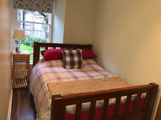 Beautiful PRIVATEdouble in City Centre Stockbridge