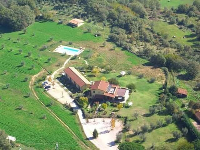 Farmhouse on Trasimeno lake - Castel Rigone