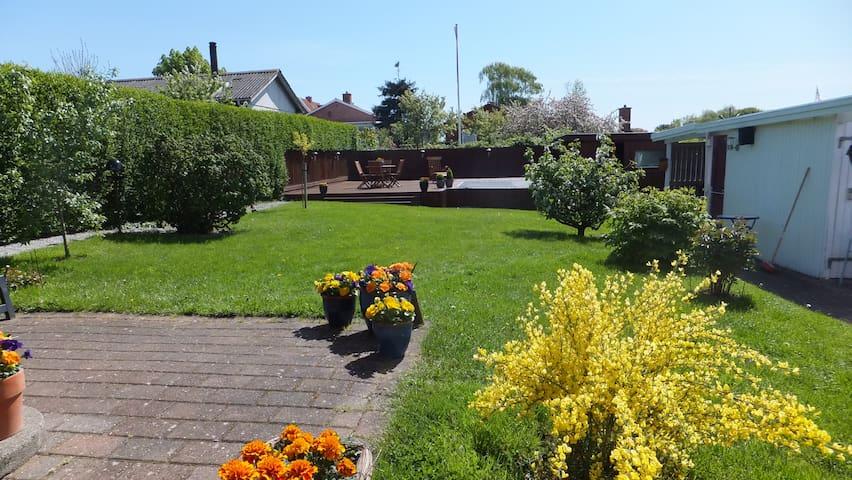 Lille hus centralt beliggende - Frederikshavn - Dom