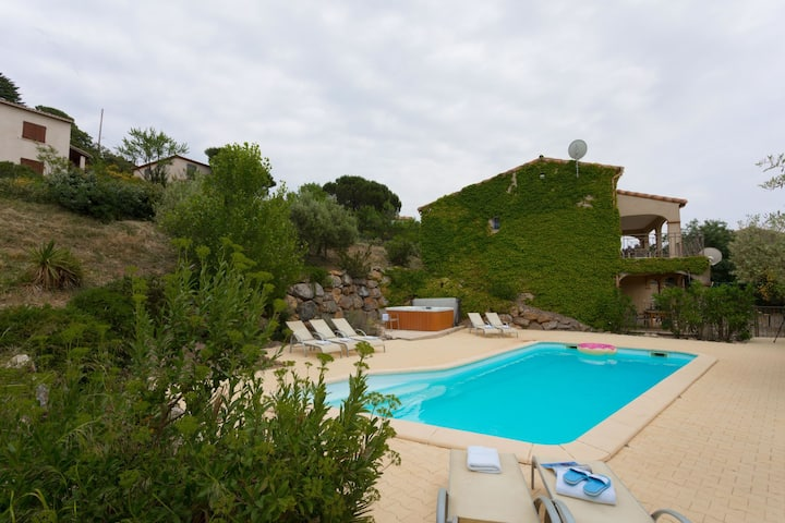 Spacious luxury villa with heated swimming pool, Jacuzzi, stunning views and plenty of privacy