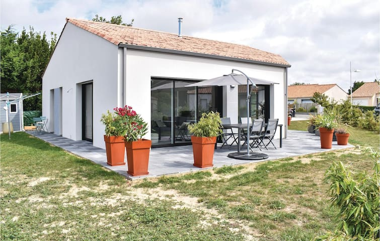 Holiday cottage with 2 bedrooms on 94m² in Les Moutiers en Retz