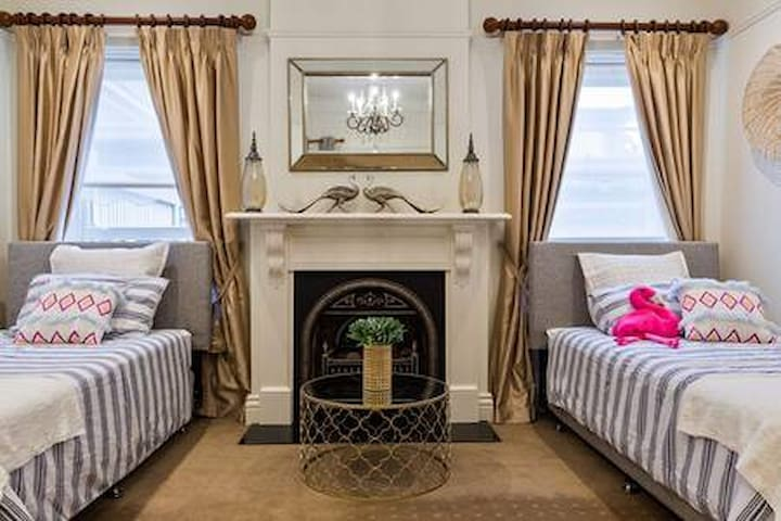 Spacious two king single bedroom *SPECIAL OFFER!!!