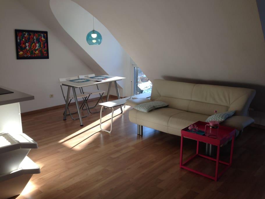 Neuer Wohnbereich: 2-Sitzer Sofa in Leder