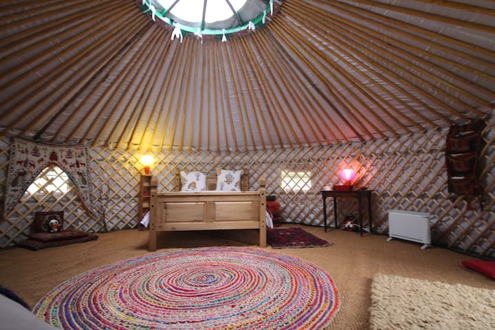 Romantic WARM Yurt & Annexe with all modcons!