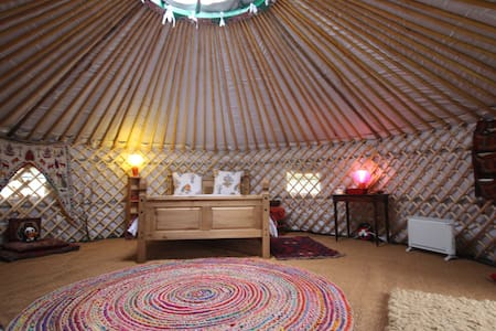 Romantic WARM Yurt & Annexe with all modcons! - Suffolk