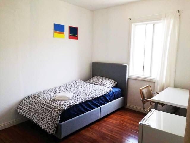 Private Bedroom near MDR/Venice/MarVista/LAX