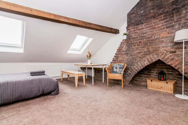 Unique LOFT by Goodison Park and mins from Anfield - Liverpool - Loft