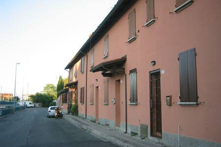 Charming apartment close to public transport! - Bologna - Wohnung