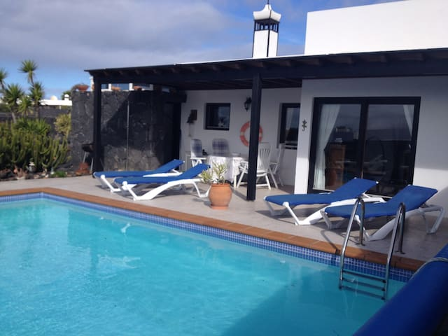 Charming villa in peaceful location with free wifi - Las Palmas - House