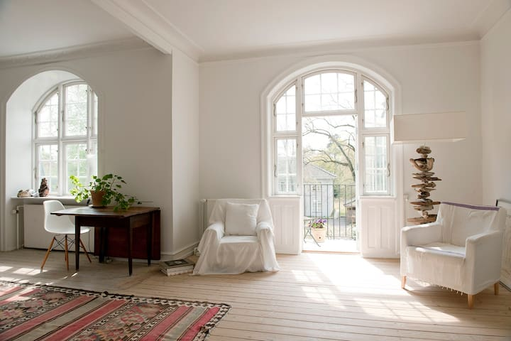Lovely light 100 m2 villa apartment - Hellerup - Apartamento