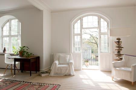 Lovely light 100 m2 villa apartment - Hellerup