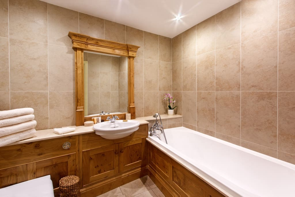 The Middleton - Burr Oak En-suite Bathroom with separate shower