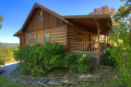 A cozy Log Cabin with adjoining 26 acres - Hus
