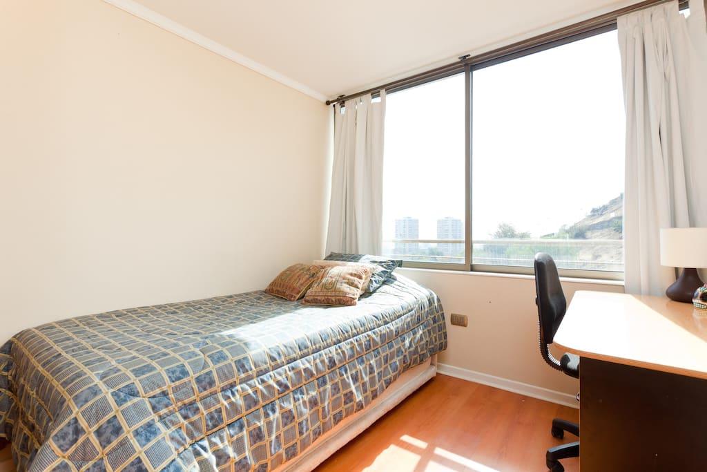 Dormitorio  luminoso, temperado, con vista al cerro san Cristobal!
