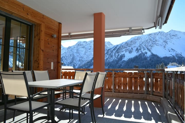 NEW: Modern 3 BR flat with sauna & pool facilities - Arosa