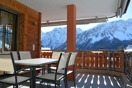 Modern 3 bdrm flat with sauna & pool facilities - Arosa