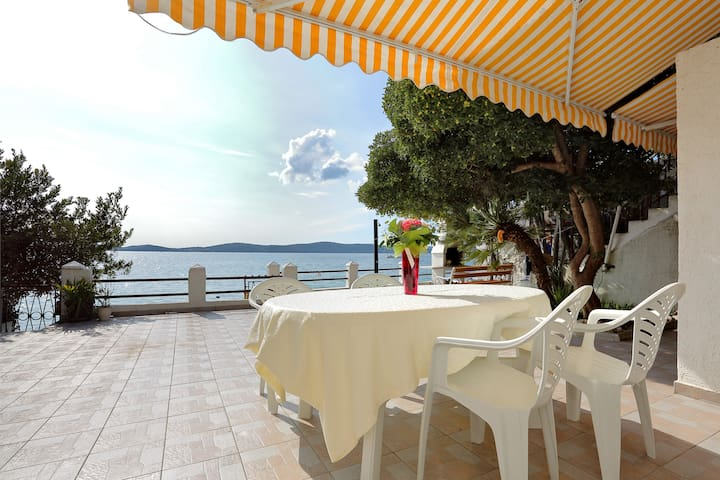 First Offer:Apartment Mikulandra on the beach 1 - Bibinje - Pis