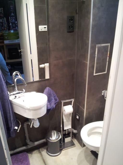 Evier et toilette
