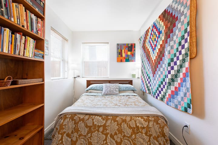 Separate, Peaceful & Comfortable Denver Studio!