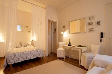 Romantic Studio in Ile Saint Louis
