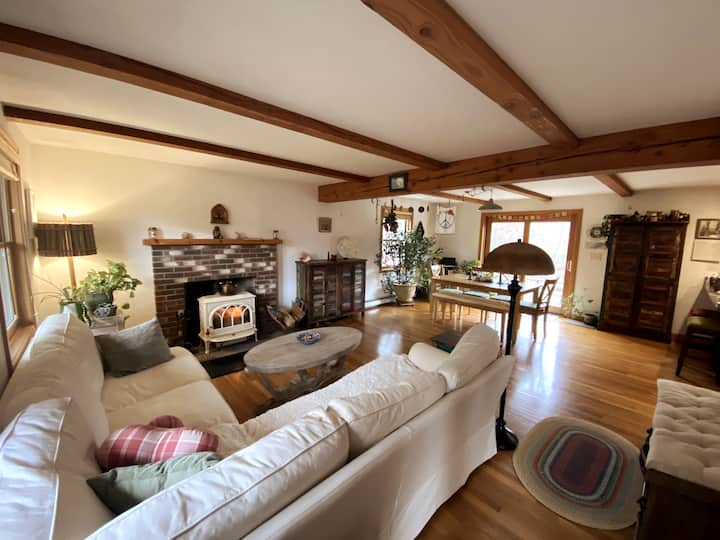 Spacious and homey retreat in Vineyard Haven