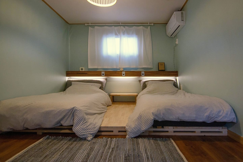 협재해수욕장도보 1분,침대붙여사용가능(1~2인실,성인2+유아1가능)102호(오름일몰투어)