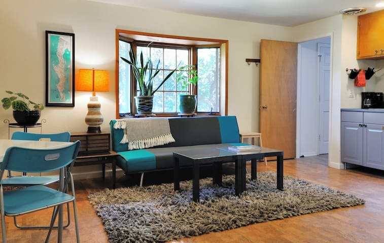 Spacious studio in the hills. - San Rafael - Appartement