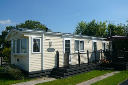 Caravan Sleeps 6 with Swimming Pool - Derbyshire - Chalet