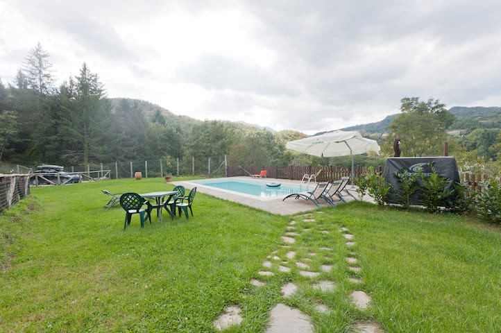 S.Michele cottage, pool, sleeps 9+1 - San Michele - House