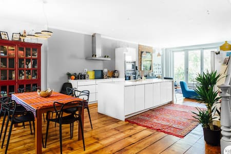 Sunny Spacious Townhouse.  Work, Breathe and Play