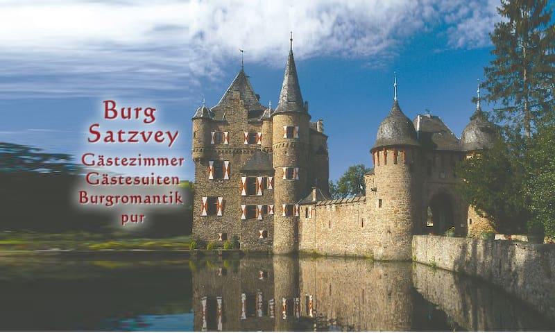 Burg Satzvey: Zimmer 7 - Mechernich - Schloss