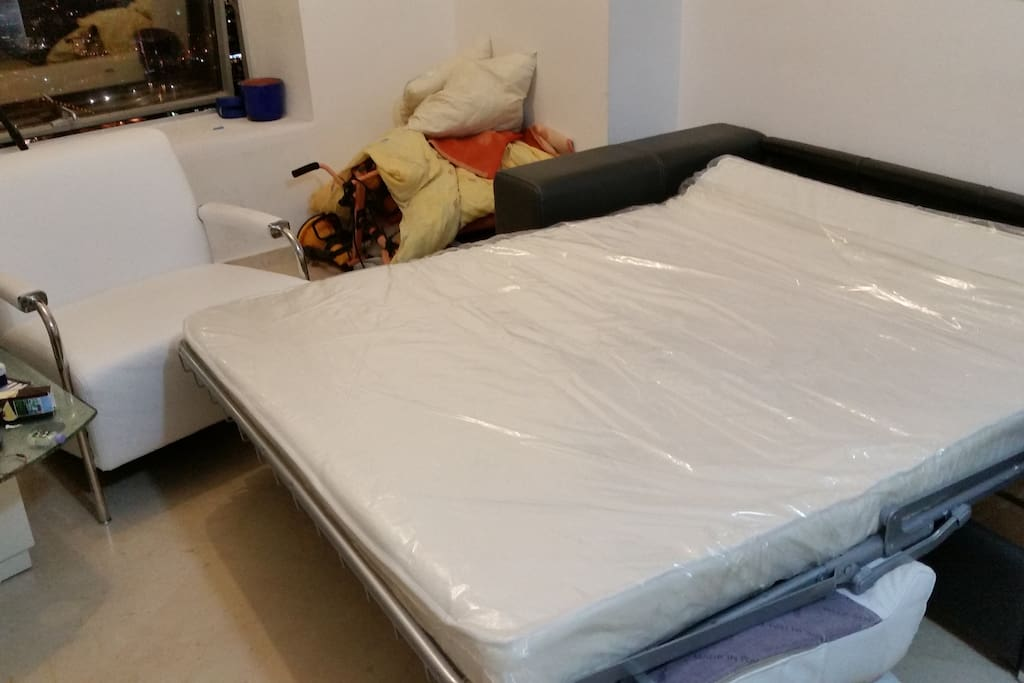 The unfoldable bed with a normal matress