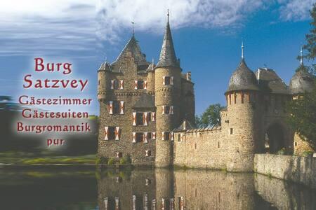 Satzvey Castle, Room 5 - Mechernich