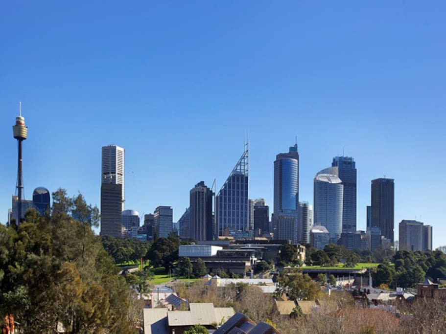 Top floor apartment with view to the CBD fringe