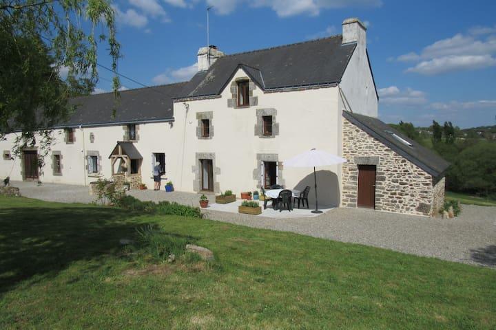 Restored large farmhouse, 4 bedrooms, sleeps 6-8