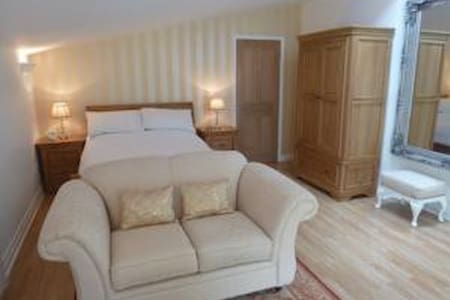 Luxury Garden Suite apartment with own Hot tub - Rhuddlan - 公寓