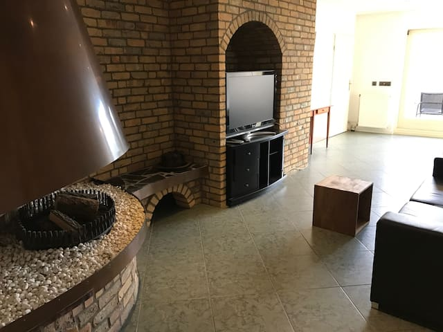 Cozy room in Central apartment with Terrace!