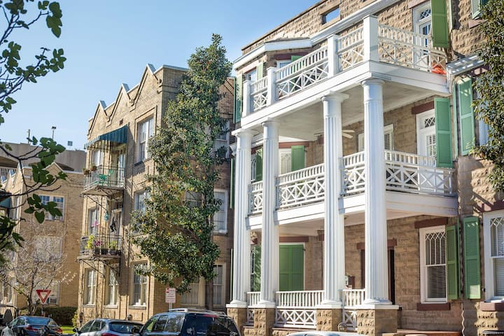 Flexible Refund Policies: Bright and Spacious off Oglethorpe Square