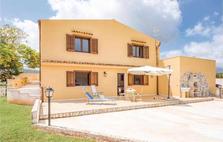 Holiday apartment with 2 bedrooms on 65m² in Custonaci (TP)