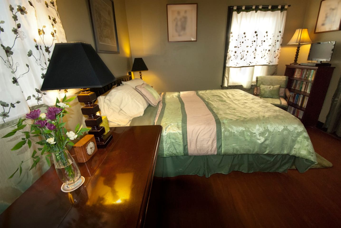 This spacious (11'x15') and cozy guest room, with new queen-size bed, is ready for your visit.