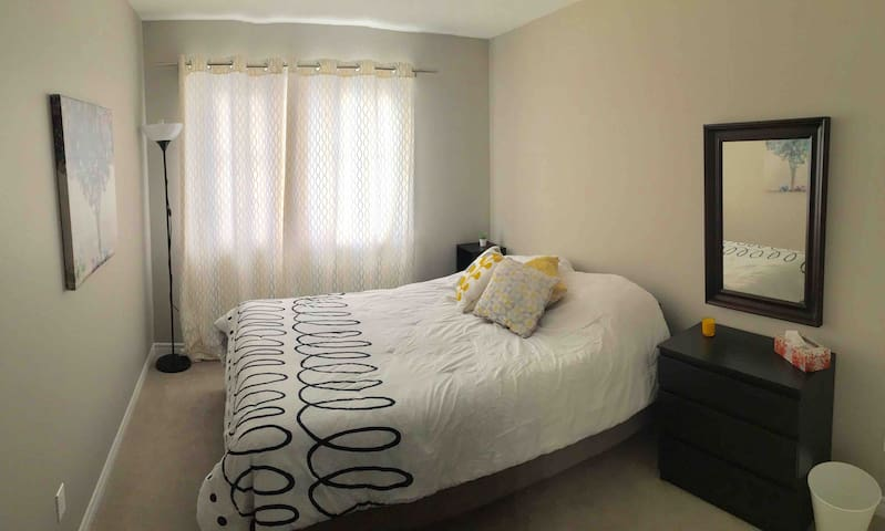 Pvt. Bedroom close to CanadianTireCentre & Tanger