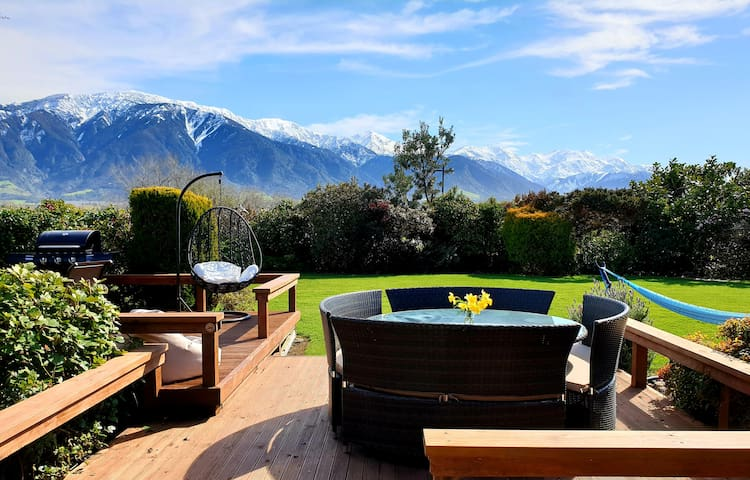 Te Mahuru Retreat Kaikoura- Room 1 with Hot Tub