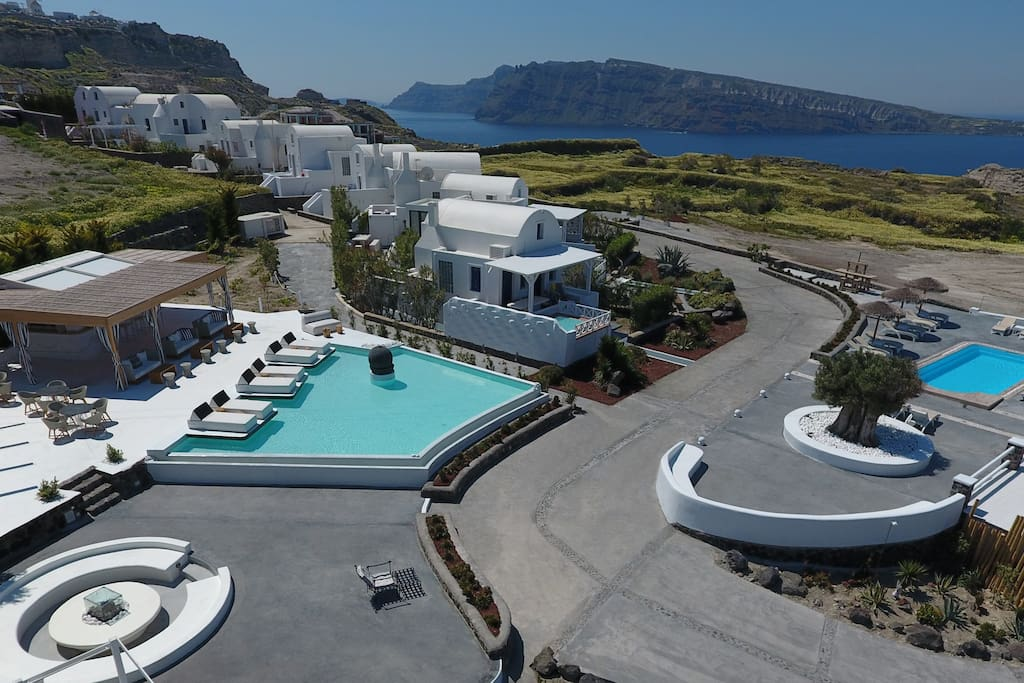 OIA SUNSET VILLAS - Two swimming pools.