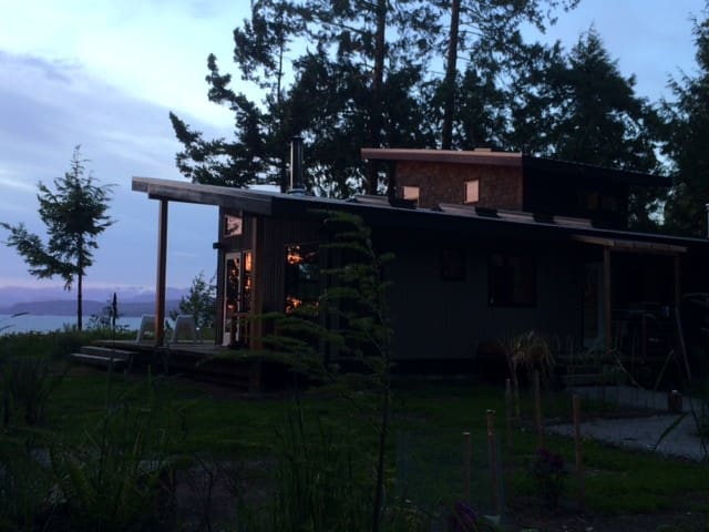 Modern Cottage on Savary Island - Lund - Kabin